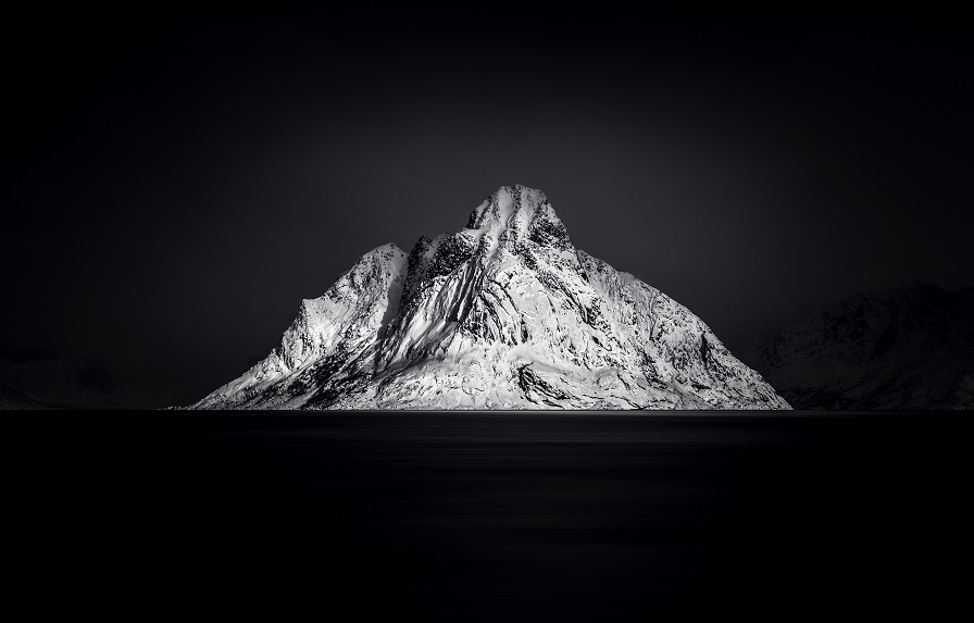 ISABELLE BACHER - A MOMENT WITH LIGHT II,  Lofoten / Norwegen